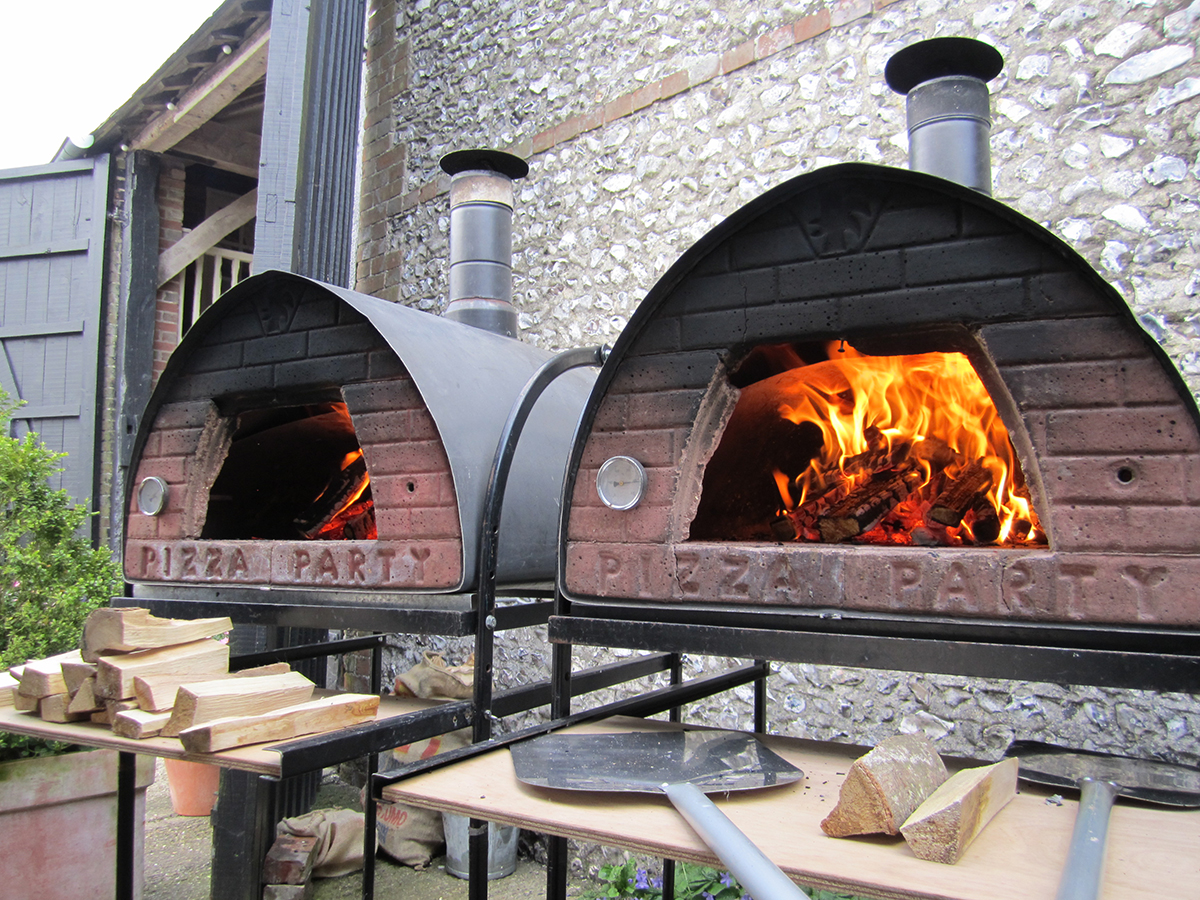 how to start a wood fired pizza oven